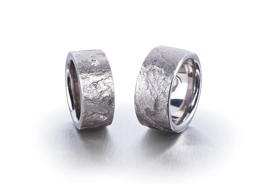 Eheringe in Weissgold 750 mit Diamanten, Oberfläche mit