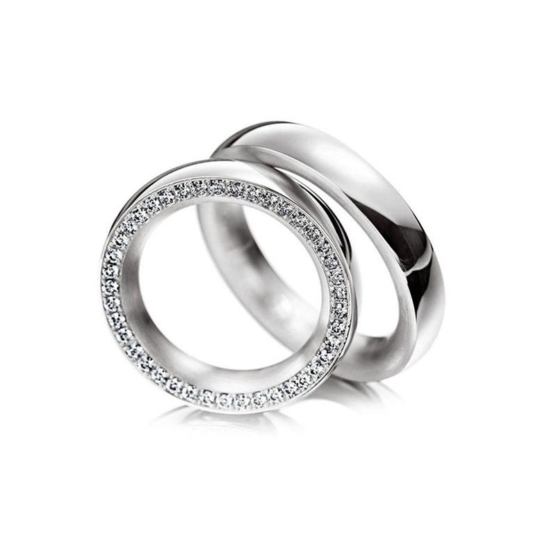 Белое золото,женское кольцо с дорожкой из бриллиантов. Стоимость кольца зависит от выбранного размера и характеристик бриллиантов. Для расчета стоимости или заказа звоните  8 (495) 125 25 05