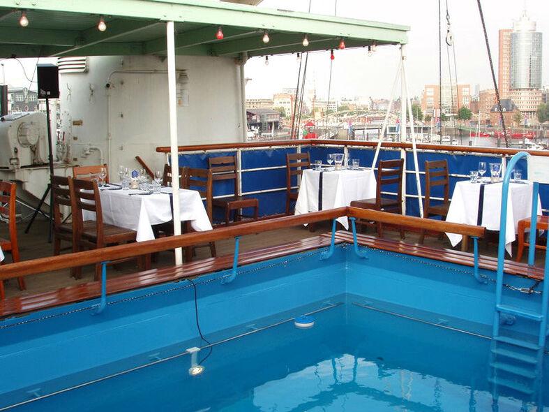 Beispiel: Pooldeck - Pool, Foto: Cap San Diego - Hamburger Gastmahl.