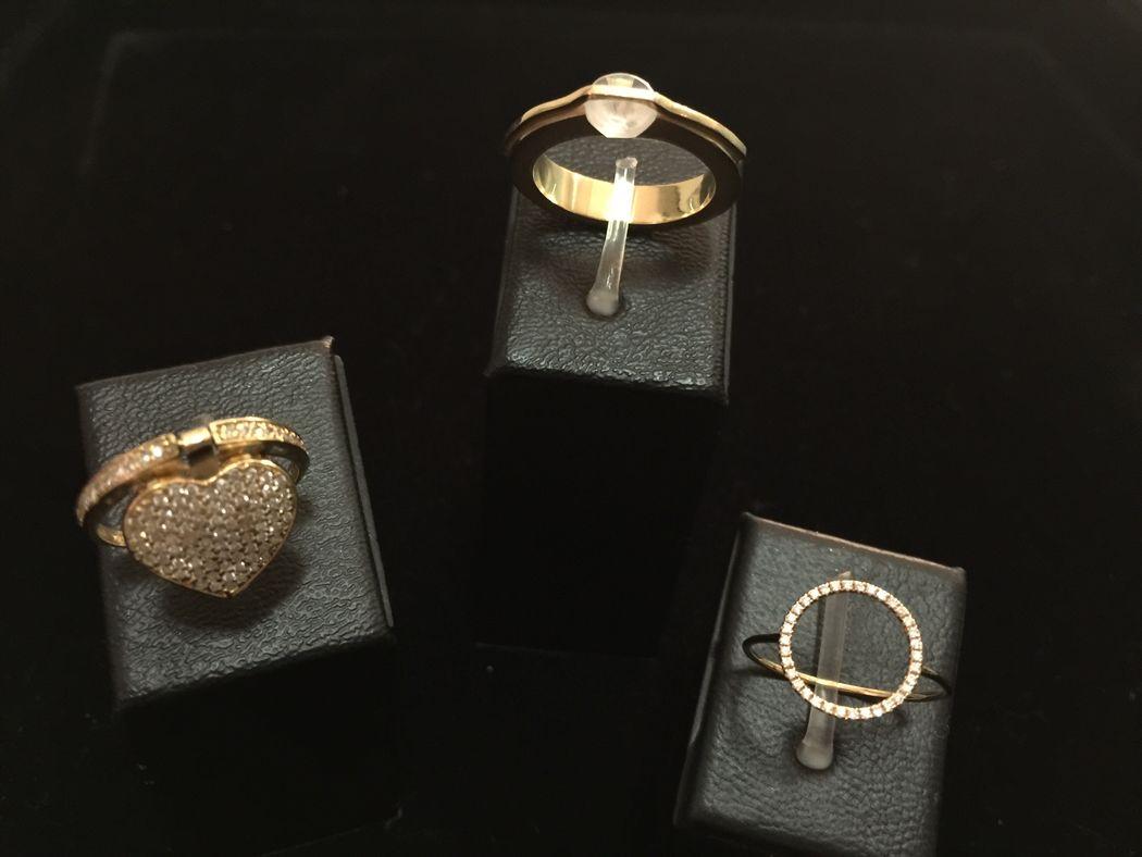 Anéis  diversos, em ouro e brilhante!