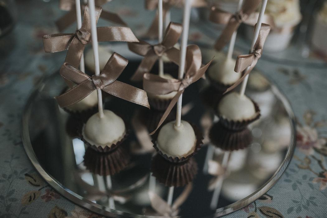 Cakepops con cobertura de chocolate blanco