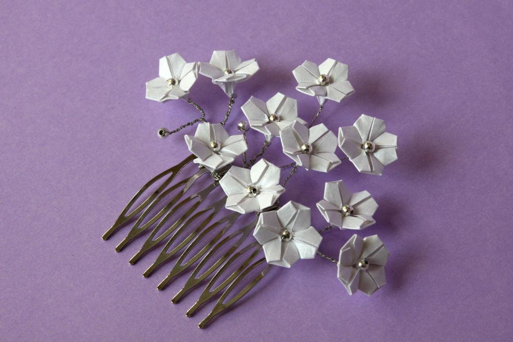 Travessa com flores de cerejeira em papel