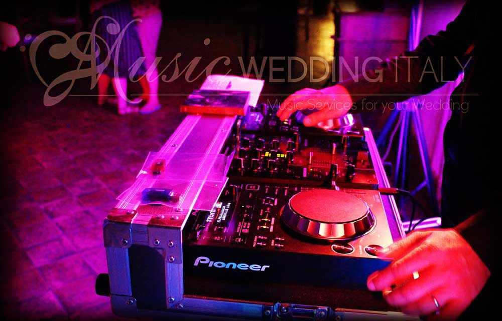 Musica d'intrattenimento e da ballo con Romadjpianobar http://www.romadjpianobar.com/weddingdj.aspx