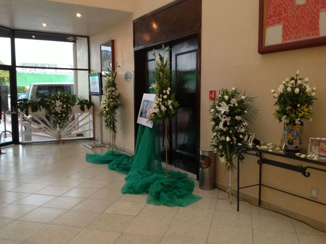 Foyer - Acceso a Gran Salón Huipiles
