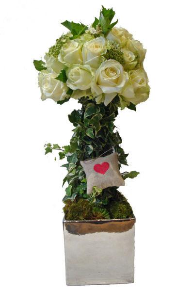 Arbre de roses blanches que nous utilisons pour les motifs de buffet.  www.fleurs-fruits-feuillages.fr