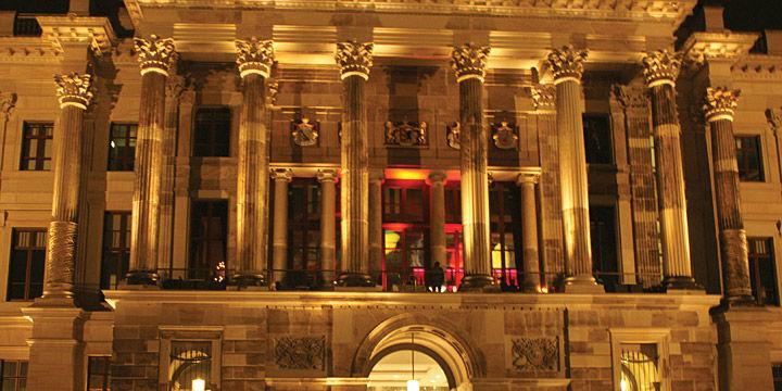 Beispiel: Außenansicht - Schloss, Foto: Tiziano Schlosslounge.