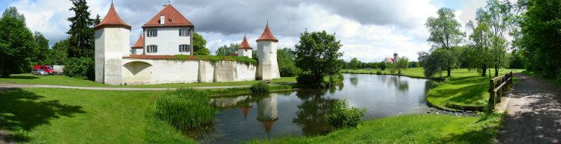 Beispiel: Außenansicht Sommer, Foto: Schloss Blutenburg.