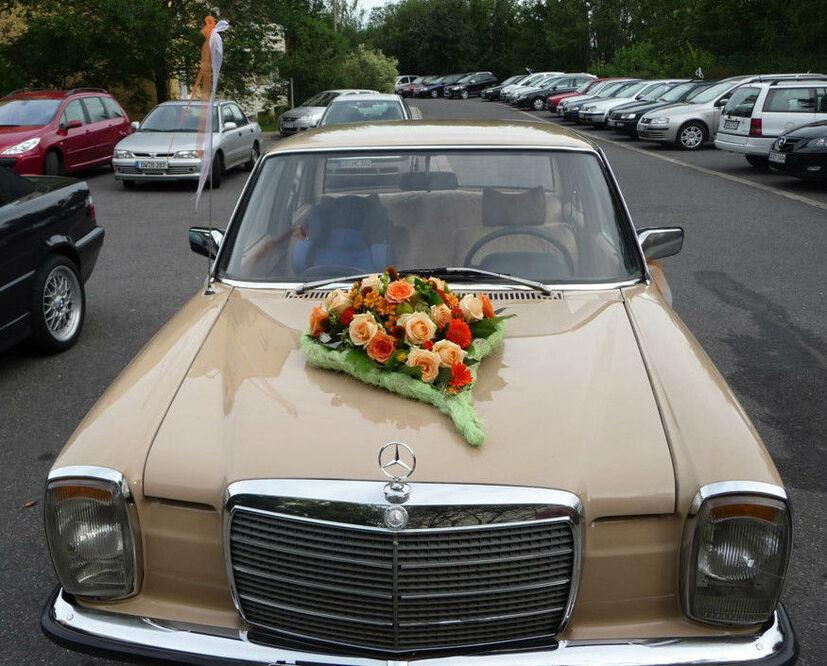 Beispiel: Autoschmuck, Foto: Blumen-Werkstatt.