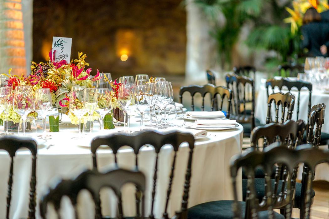 Isabelle Mantelet: centre de table aux fleurs exotiques