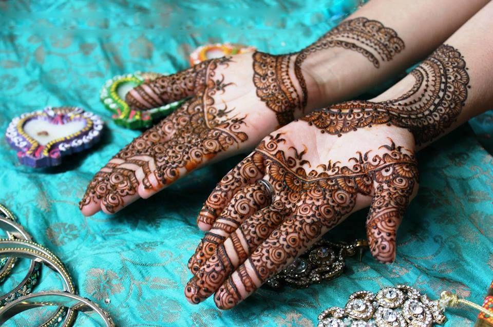 Anushka Mehndi