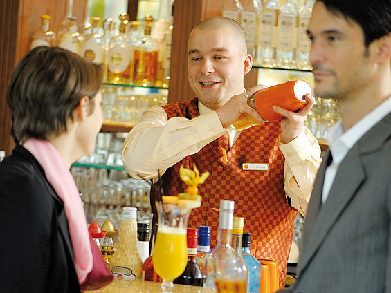 Beispiel: Impressionen Cocktailbar, Foto: Travel Charme Ostseehotel Kühlungsborn.