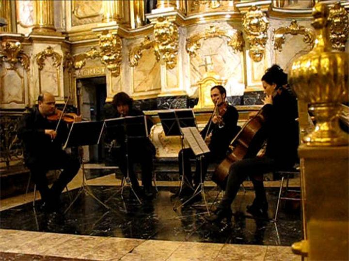Boda para Trío de Cuerda con Oboe en San Vicente de Bilbao. La boda quedó preciosa y el Gabrie's Oboe, la pieza estrella de la ceremonia la bordó nuestro oboísta.