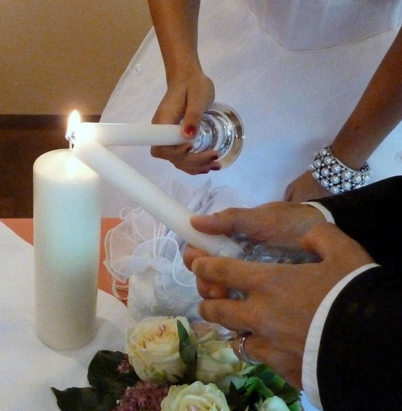 Entfachen der Traukerze, Foto: Zeitlose Zeremonie