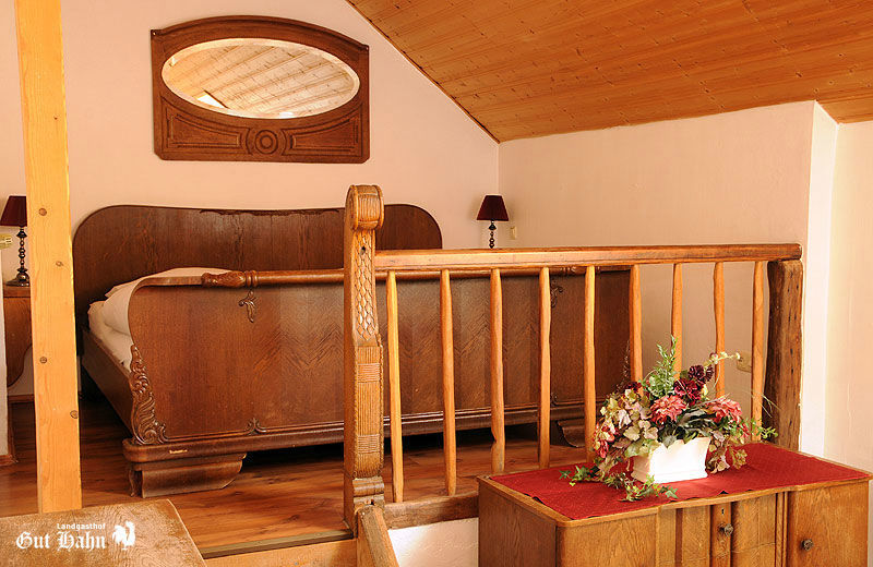 Beispiel: Zimmer, Foto: Landgasthof Gut Hahn.