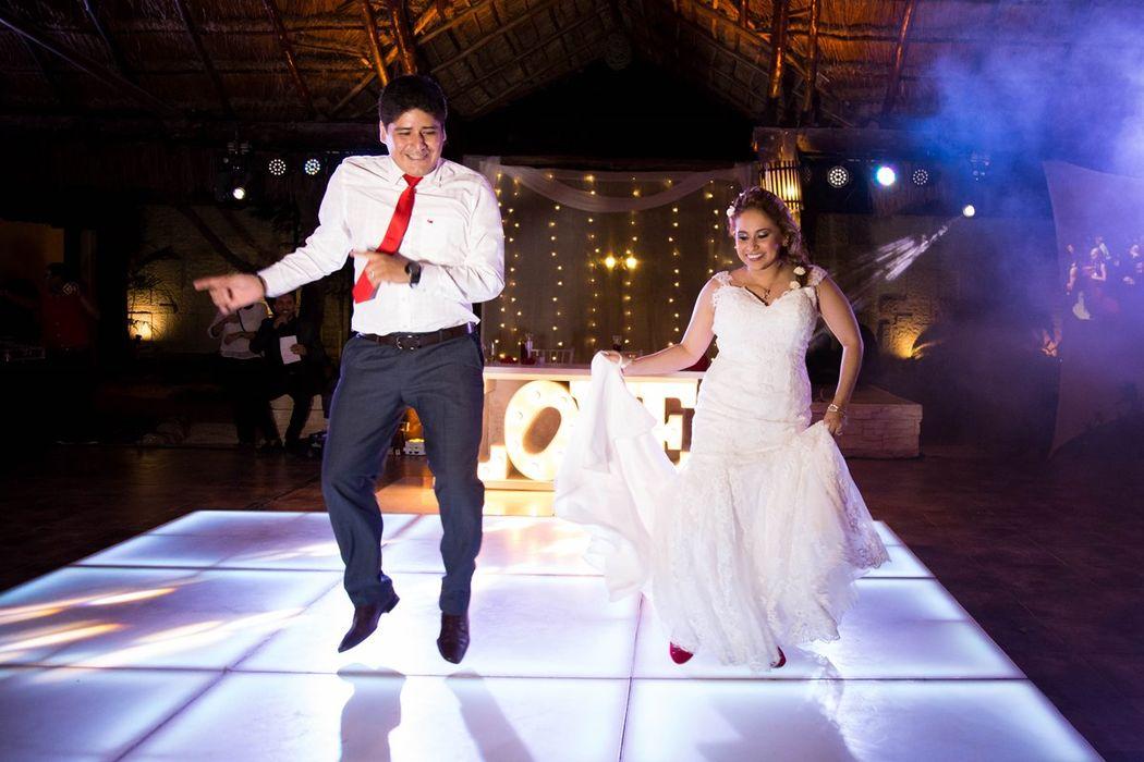 Groom & Bride Dance