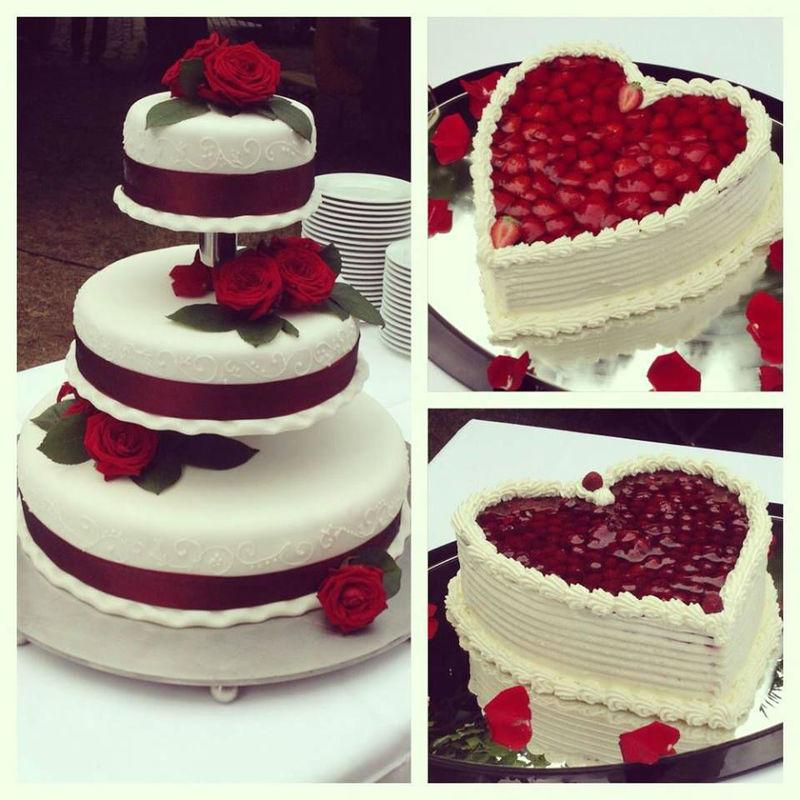 Foto: Hochzeitstorte aus Erdbeeren in Herzform.