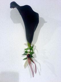 Beispiel: Reversanstecker, Foto: Blumen Piazza.
