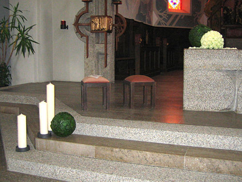 Beispiel: Kirchendekoration, Foto: Krätzer Blumen.
