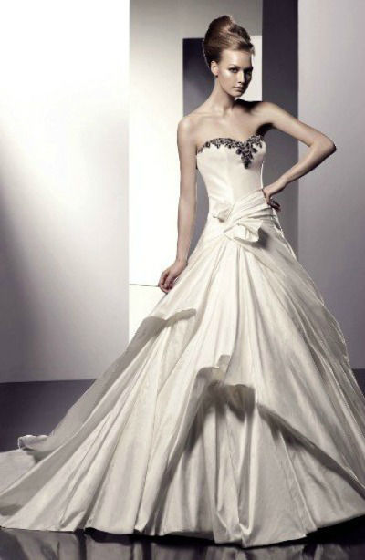 Beispiel: Brautkleid, Foto: Modessa Moden.