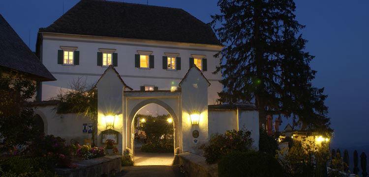 Beispiel: Schloss bei Nacht, Foto: Schloss Kapfenstein.