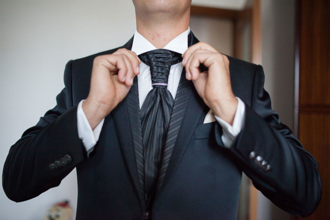 Anche lo sposo potrà essere immortalato nei preparativi.. come? semplice, siamo in due!