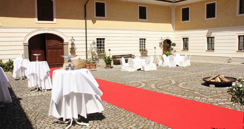 Beispiel: Roter Teppich, Foto: Eventbauernhof Ganglbauergut.