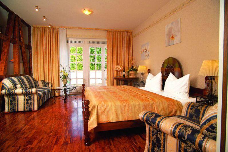Beispiel: Zimmer, Foto: Waldhaus Oelper.