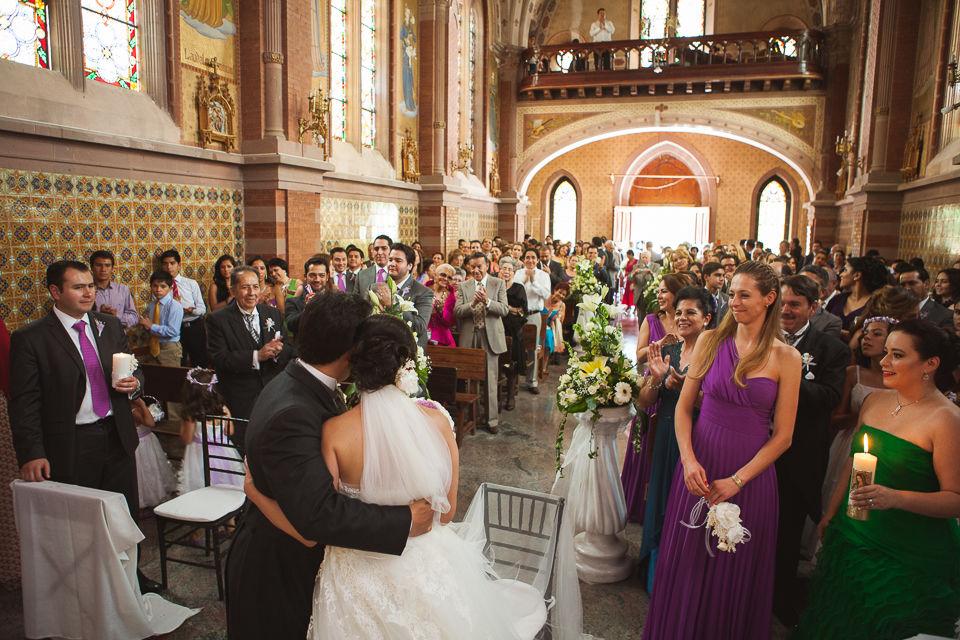 Excelente boda en la iglesia