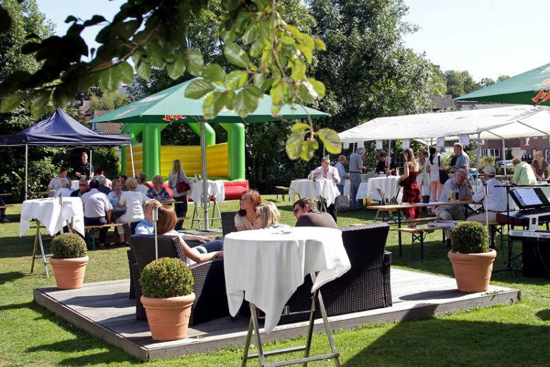 Beispiel: Terrasse und Garten, Foto: Der Lennhof.