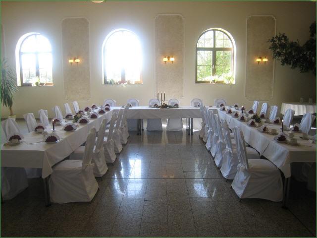 Beispiel: Hochzeitstafel in U-Form, Foto: Hotel Schöne Aussicht.