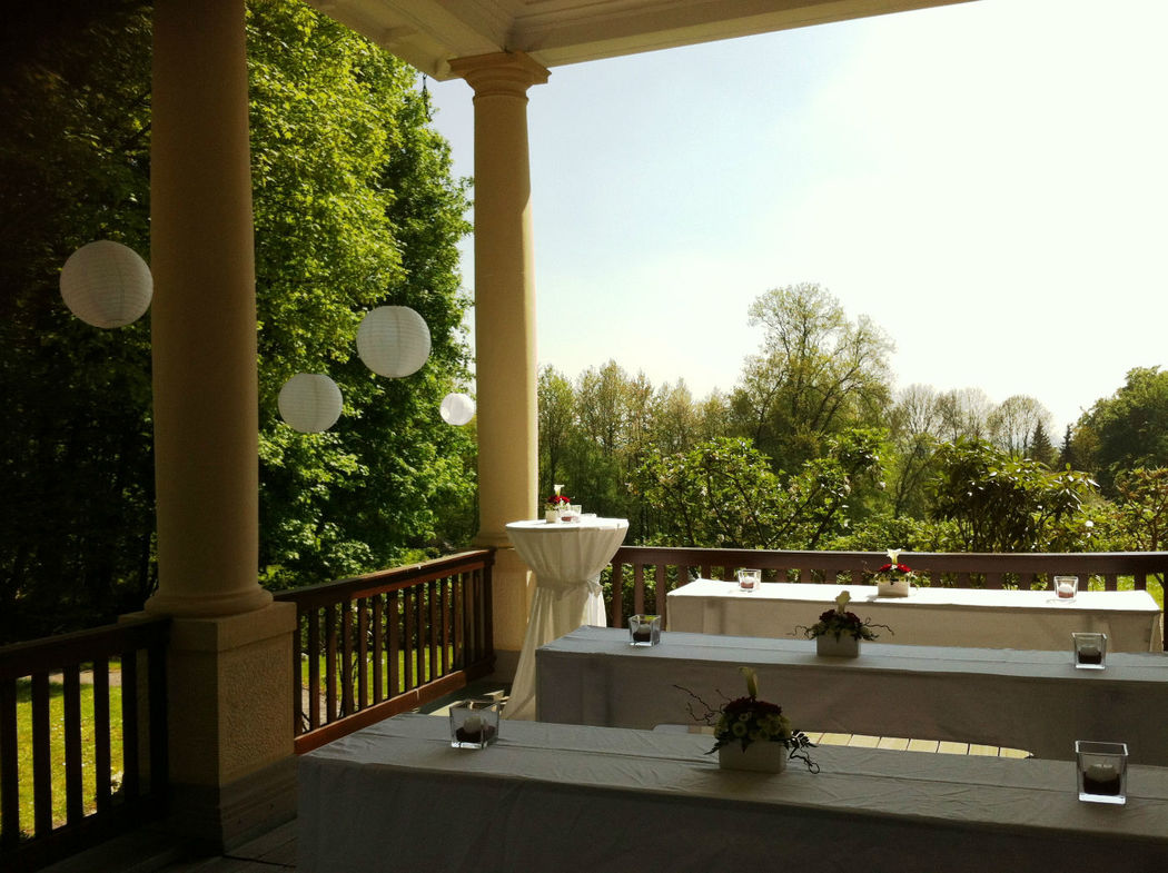 Beispiel: Terrasse, Foto: Bayer Villa.