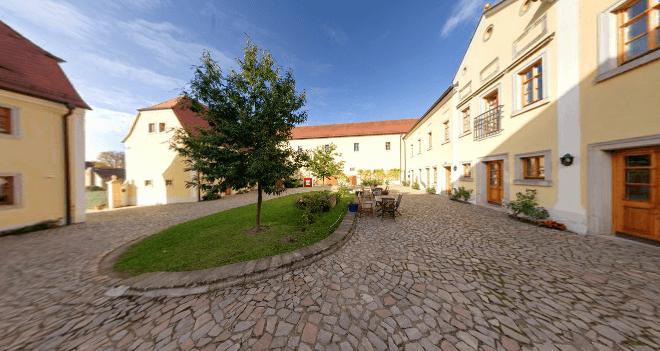 Beispiel: Innenhof, Foto: Schloss Proschwitz.