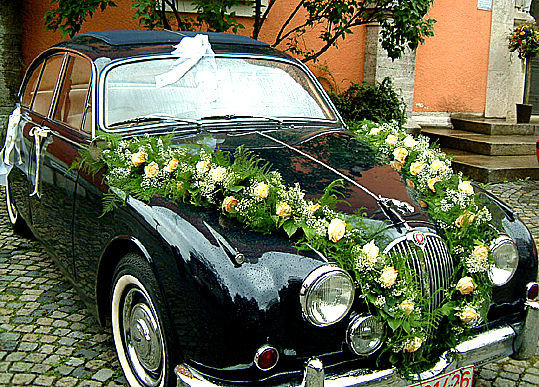 Beispiel: Autogesteck, Foto: Blumenbinderei.