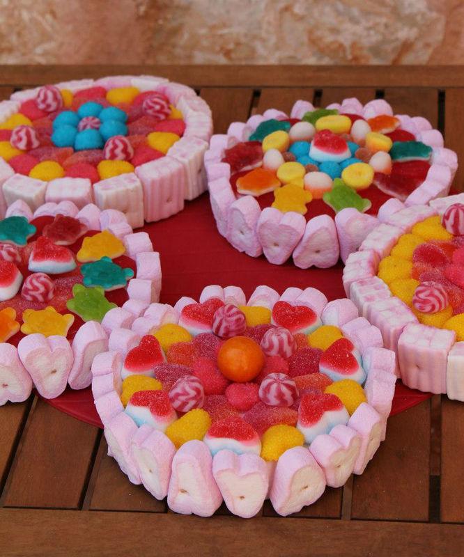 Mi mundo de las golosinas  Tartas individuales de golosinas para los mas peques de la boda