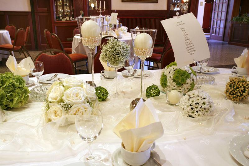 Beispiel: Hochzeits-Tischdekoration, Foto: Landhaus Wieler.