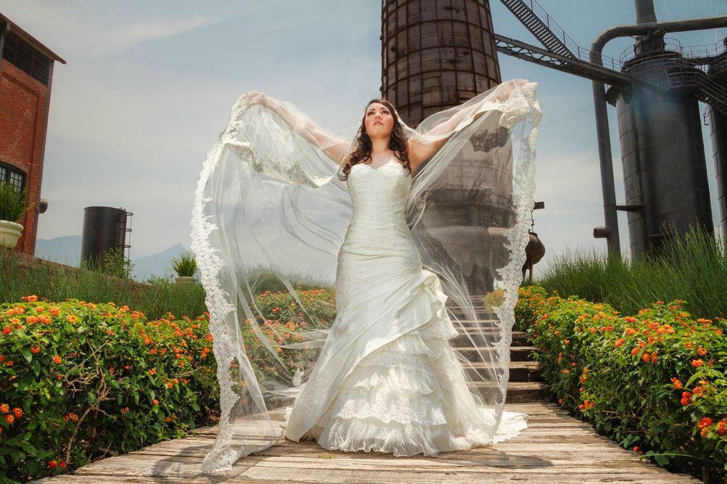 Fotografía de Bodas, Trash The Dress, Parue Fundidora, monterrey nuevo Leon   Alex mendoza, Chihuahua