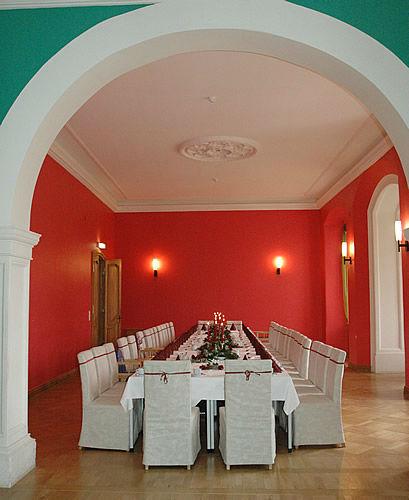 Beispiel: Roter Salon, Foto: Schloss Boitzenburg.