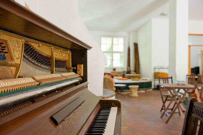 Beispiel: Räumlichkeiten - Piano, Foto: Seminarhaus am Schönberg.
