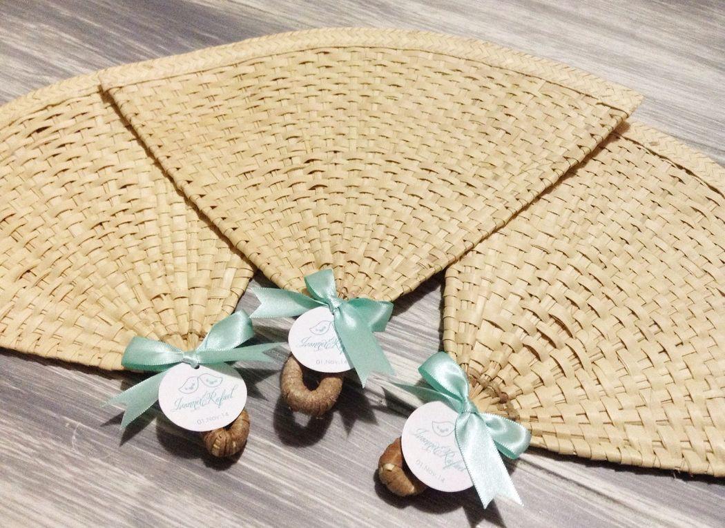 Abanico de Palma triangular con tarjeta de agradecimiento personalizada