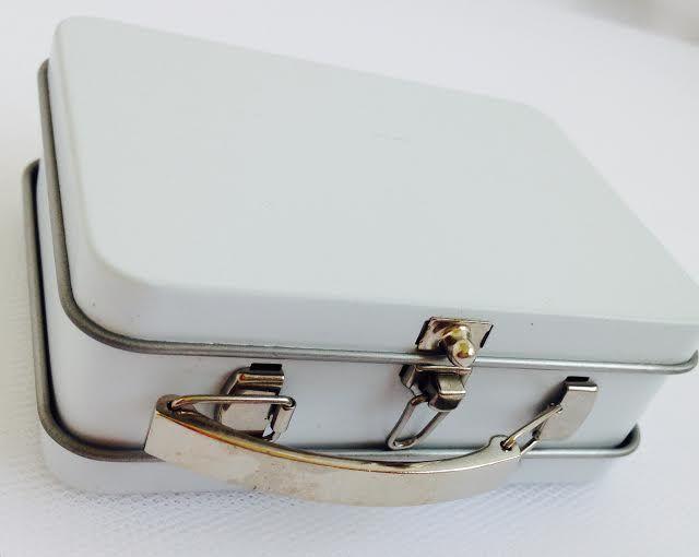 Rassa Dragées Mini valises  pour chocolats ou dragées comme cadeaux d'invitées