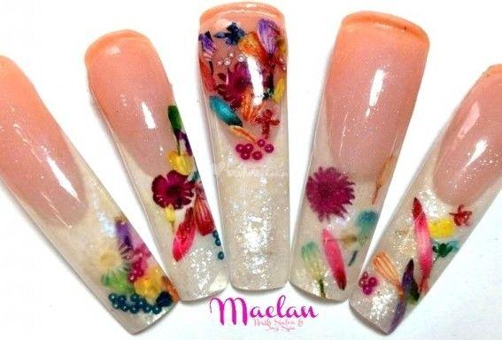 Uñas con diseño exclusivo floral