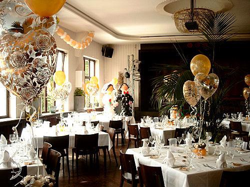 Beispiel: Hochzeitsdekoration, Foto: Ballondeko rund und bunt.