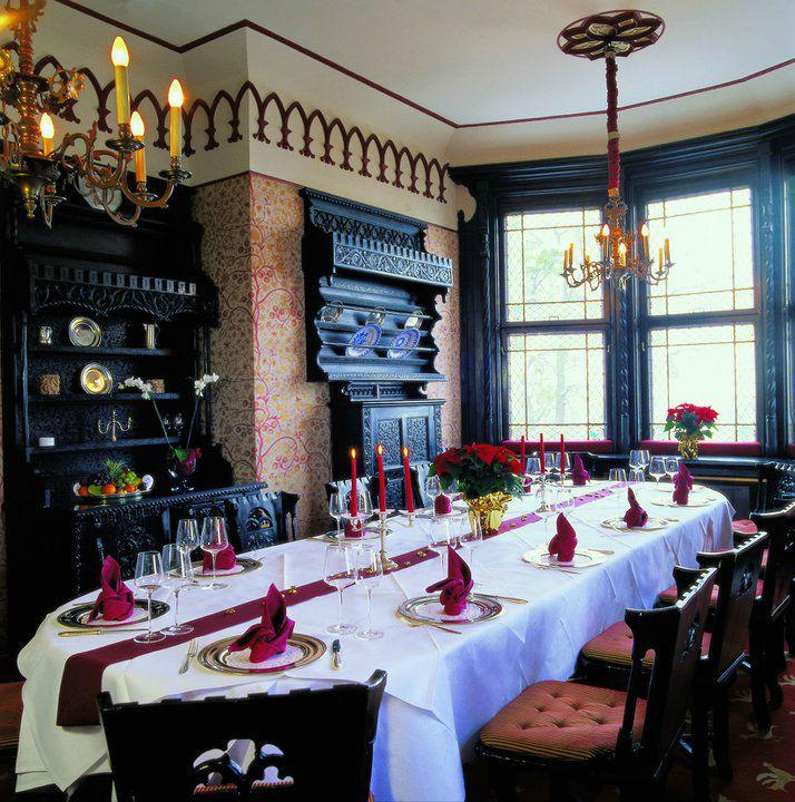 Dinner-Tafel im GOTISCHEN SALON, Foto: Hotel Schloss Mönchstein.
