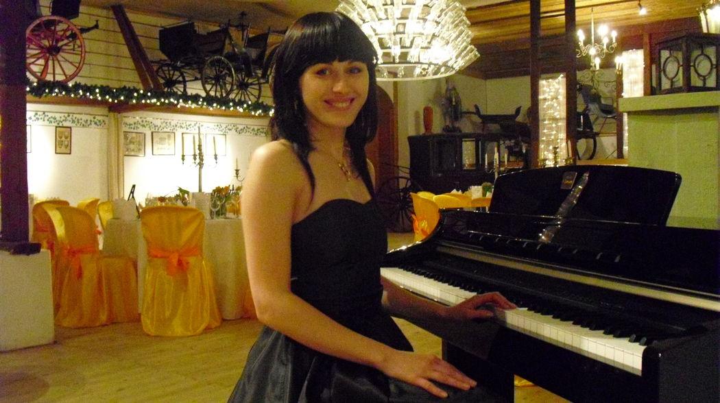 Music Corporation (Live Piano)