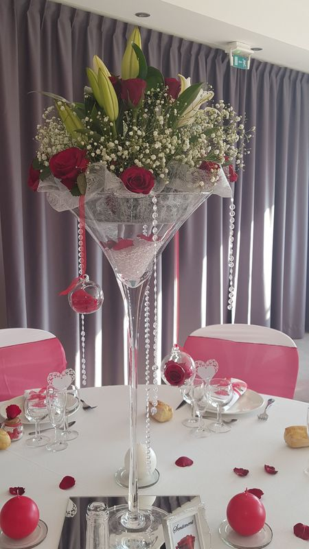 Mariage thème rouge passion : composition florale centre de table