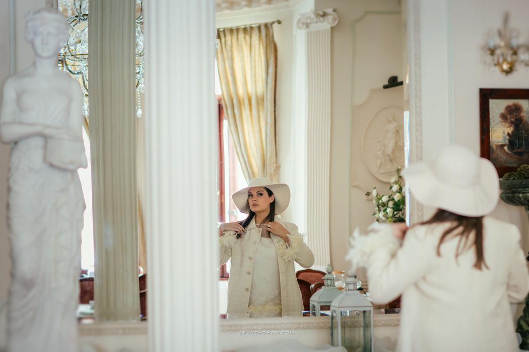 portret w wnętrzach Hotel Bursztynowy Pałac