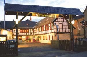 Beispiel: Einfahrt, Foto: Gasthof Taubenschlag.
