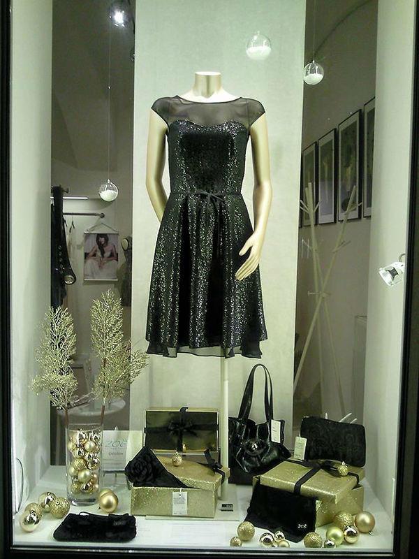 Beispiel: Schwarzes Outfit für den besonderen Anlass, Foto: ZOE-Modedesign.