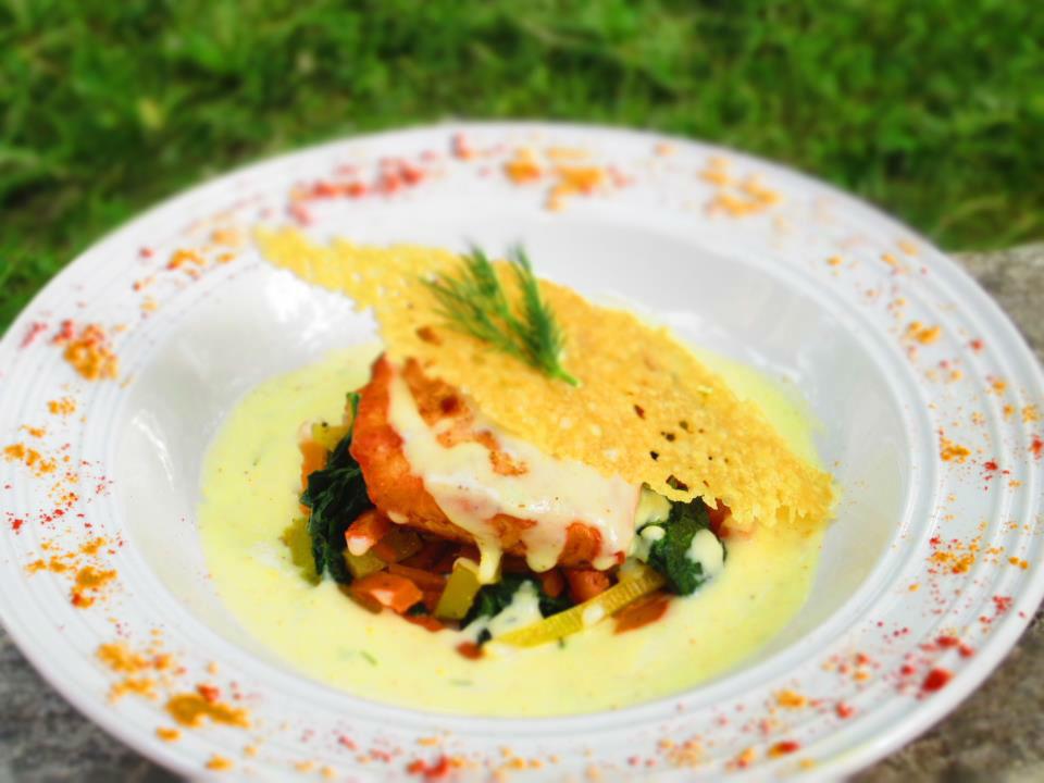 Filet de saumon safrané, tuile de parmesan