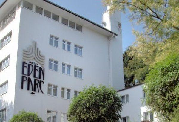 Beispiel: Vorderseiten, Foto: Eden Parc Hotel.